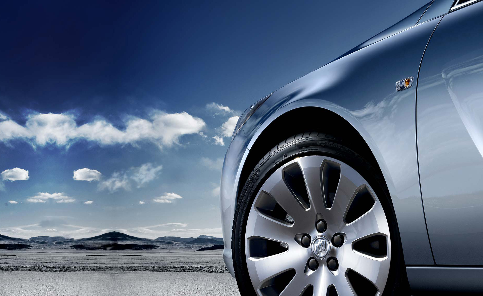 2011 buick regal-wheel-sky background-extended Rside.jpg