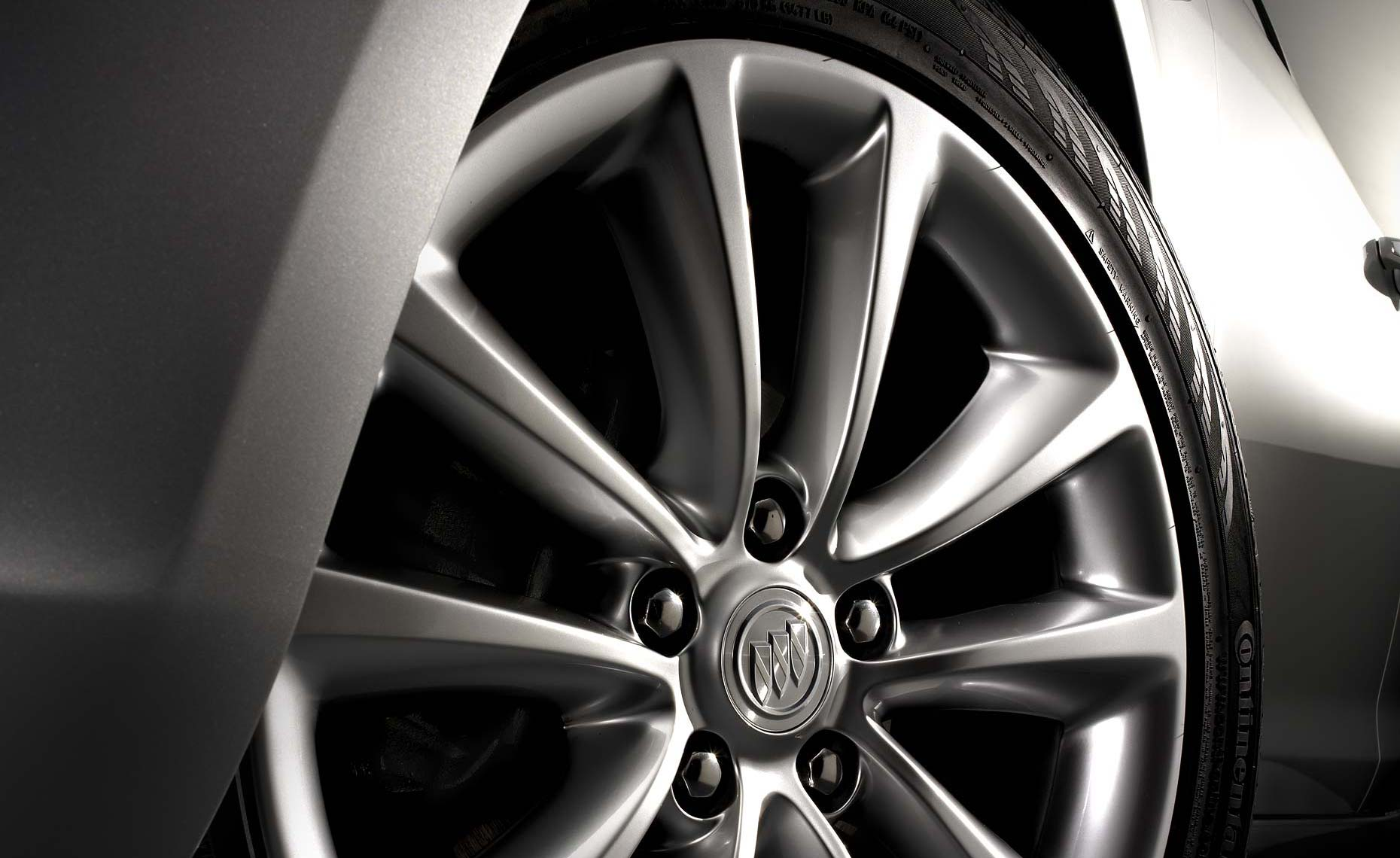 2011 buick verano-wheel detail.jpg