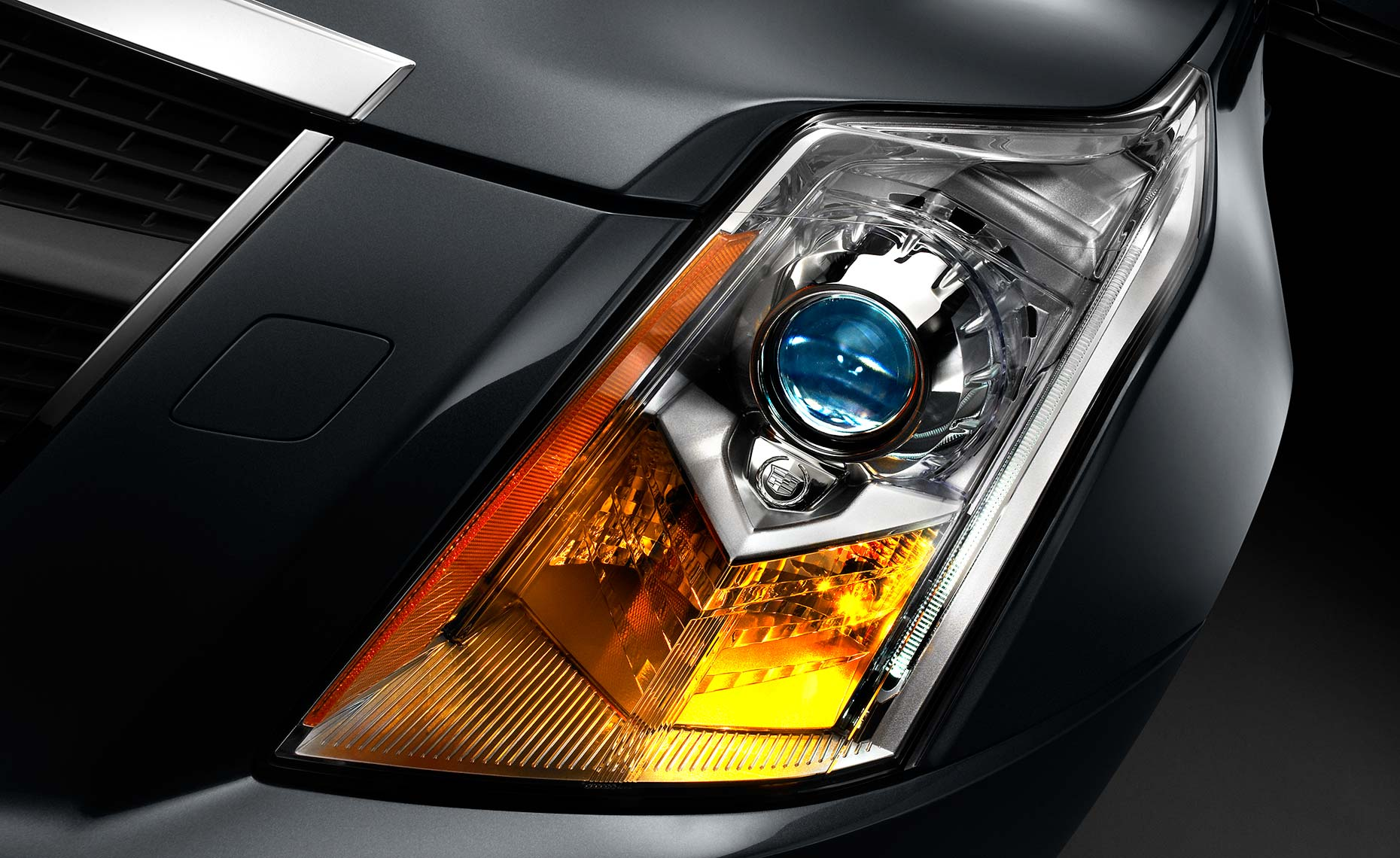 cadillac srx-headlight.jpg